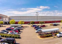 Norfolk (J.A.N.A.F. Shopping Yard):